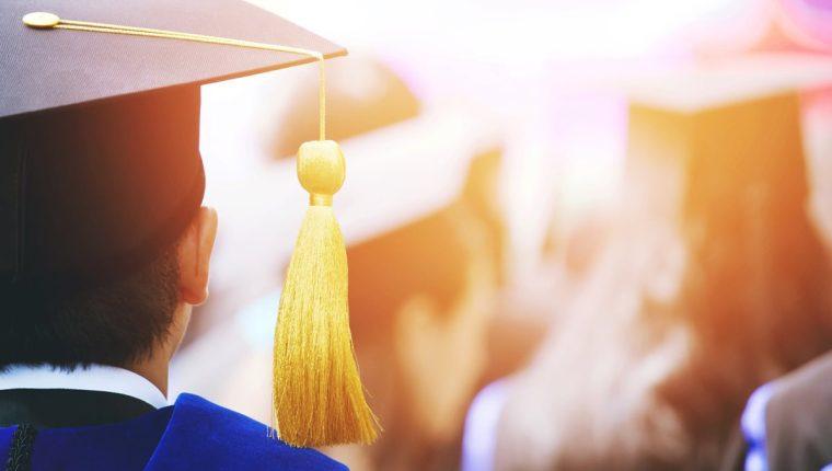 El Acuerdo Ministerial 2746-2018 prohíbe el cobro por actos de graduación por parte de los establecimientos públicos y privados. (Foto Prensa Libre: Servicios)