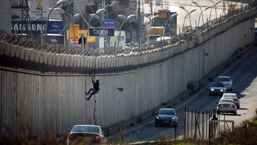 Unos 50 mil palestinos cruzan cada día a Israel sin permisos