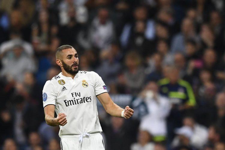 Así celebró Karim Benzema después de anotar el primer gol del Real Madrid.