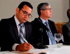 El presidente electo, Jimmy Morales, recibió llamadas telefónicas de mandatarios de otros países. (Foto Prensa Libre: Paulo Raquec)
