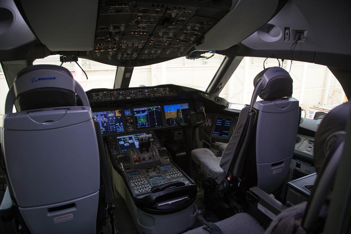 Detalle de la cabina del avión presidencial mexicano. (Foto Prensa Libre: EFE)