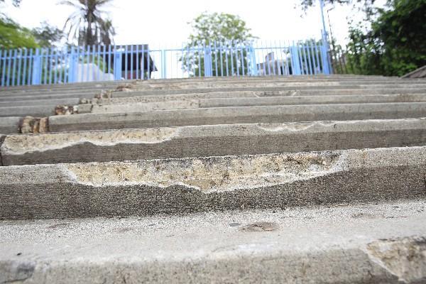 Varios escalones del complejo cultural fueron quebrados y dañados, por lo que se requiere   una restauración  cuyos costos serán elevados.
