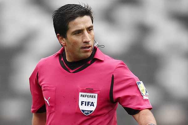 El árbitro Eduardo Gamboa deberá defender su decisión frente a la Asociación Nacional de Futbol Profesional Chilena. (Foto Prensa Libre: elperiscopio.cl)