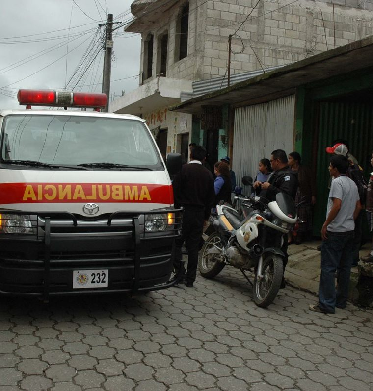 Dos de las tres ambulancias de la 21 Compañía de los Bomberos Voluntarios de Chimaltenango fueron sacadas de circulación por falta de combustible. (Foto Prensa Libre: César Pérez)