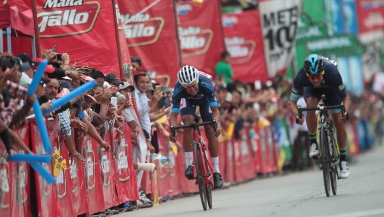 Luis López (derecha) ganó la tercera etapa de la Vuelta a Guatemala 2018. (Foto Prensa Libre: Norvin Mendoza)