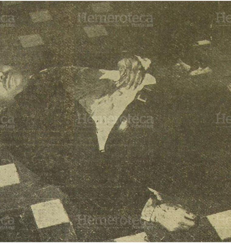 26/07/1958 El cuerpo  sin vida del presidente carlos Castillo Armas  luego haber sido asesinado. (Foto: Hemeroteca PL)