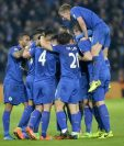Los jugadores del Leicester festejan luego del triunfo frente al Liverpool. (Foto Prensa Libre. EFE)