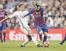 Cristiano Ronaldo y Leo Messi son los futbolistas con más ingresos a nivel internacional según France Football. (Foto Prensa Libre: AP)