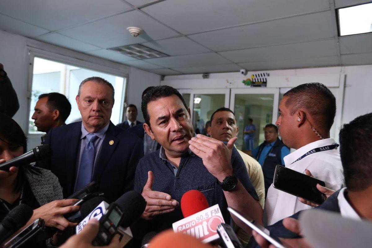 Jimmy Morales no descarta aumento al salario mínimo para 2018