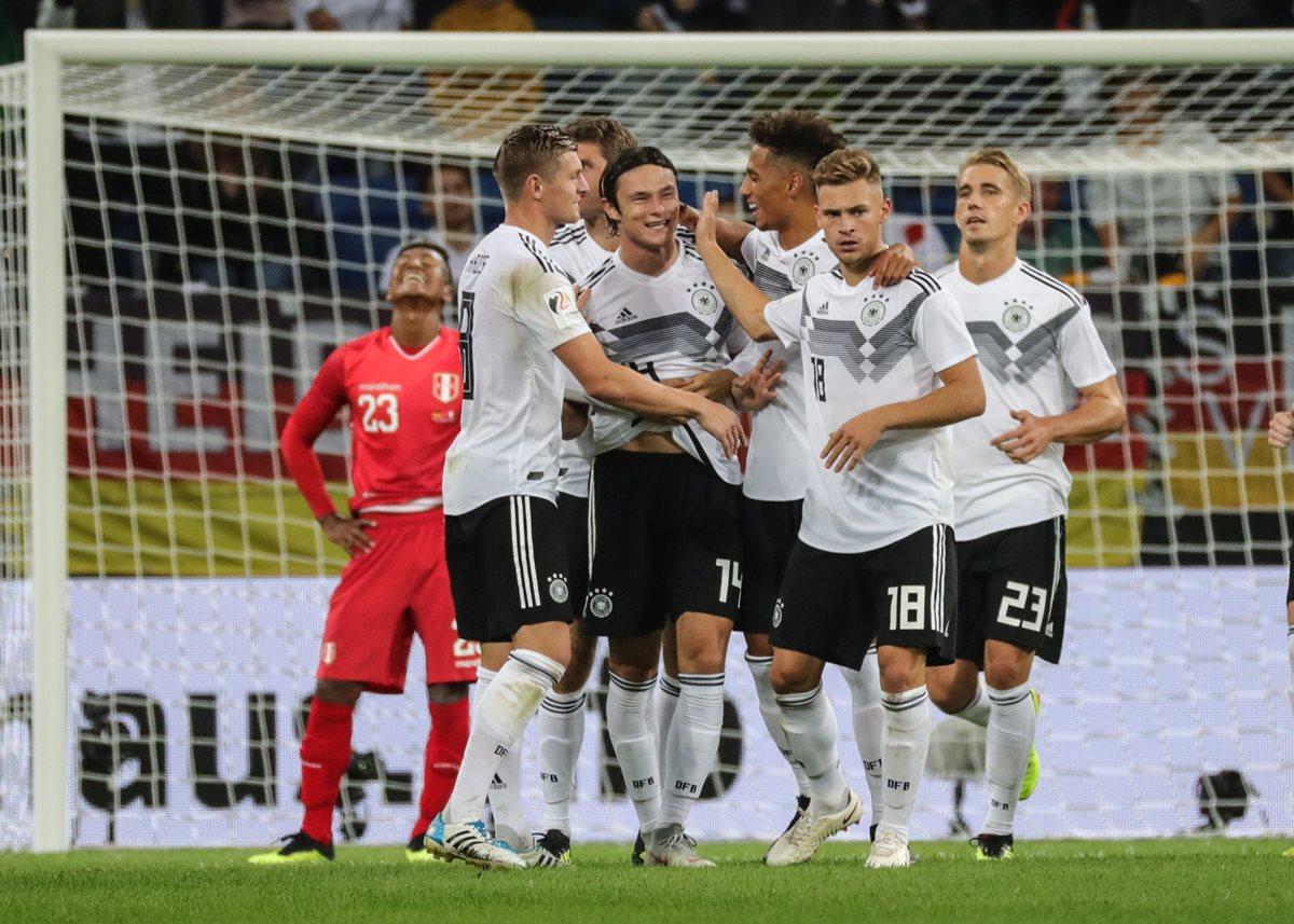 Así festejaron los jugadores de Alemania, en el partido contra Perú. (Foto Prensa Libre: EFE)