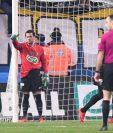 Dani Alves pasó de defensa a portero del PSG en la Copa de Francia. (Foto Prensa Libre: Twitter PSG)