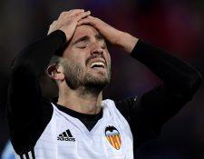El Valencia podría haberse colocado a dos puntos del líder Barcelona, pero perdió en su visita al Getafe. (Foto Prensa Libre: AFP)