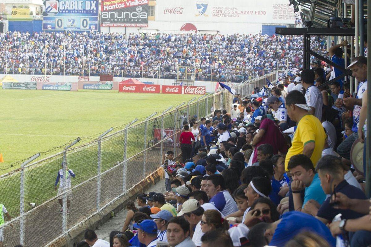 El estadio Carlos Salazar Hijo, lució sus mejores galas ayer en la final contra Comunicaciones. (Foto Prensa Libre: Carlos Vicente)
