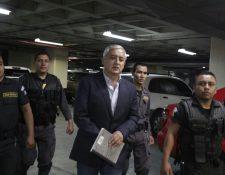 El expresidente Otto Pérez Molina llega a tribunales para continuar con la audiencia por Cooptación del Estado. (Foto Prensa Libre: Edwin Bercián)