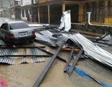 Techo de vivienda que fue destruido por el fuerte viento en San Pedro Carchá. (Foto Prensa Libre: Cortesía).