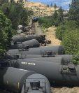 El tren que transportaba petróleo se descarrilló en la cañada del río Columbia, Oregon. (Foto Prensa Libre: AP).