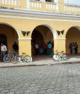 La municipalidad de Patulul permanece tomada por los trabajadores.(Foto Prensa Libre: Cristian Icó)