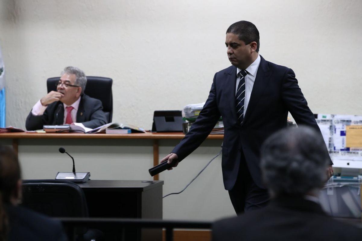 Juan Carlos Monzón respondió a los interrogatorios de los abogados. (Foto Prensa Libre: Paulo Raquec)
