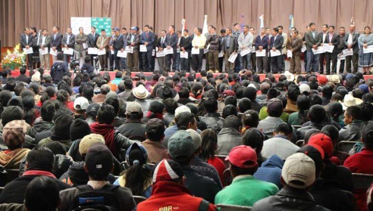 Reunión de los pobladores de 48 Cantones de Totonicapán durante la elección de sus autoridades. (Foto Prensa Libre: Hemeroteca PL)