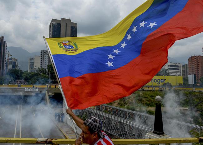 Venezuela cae en default parcial, según S&P