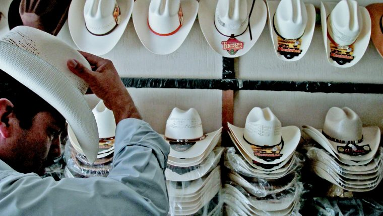 5b937d4e6d128 Esta es nuestra gente de sombrero. Esa que tiene la piel semitostada por  trabajar largas jornadas en el campo bajo un sol abrasador.