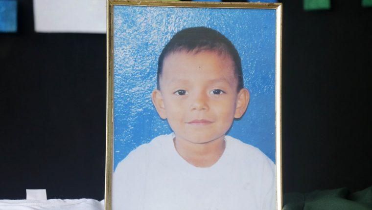 El menor fallecido es recordado por ser buen estudiante. (Foto Prensa Libre: Rolando Miranda).