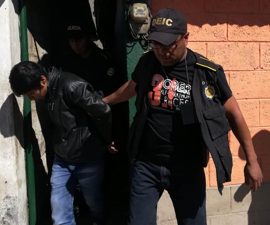David Sequén Romero de 18 años fue uno de los detenidos en un domicilio en la zona 2 de San Juan Ostuncalco. (Foto Prensa Libre: Cortesía)