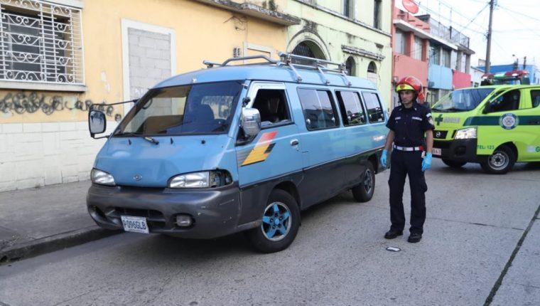 El piloto fue herido de bala y falleció en el Hospital San Juan de Dios. (Foto Prensa Libre: Óscar Rivas)