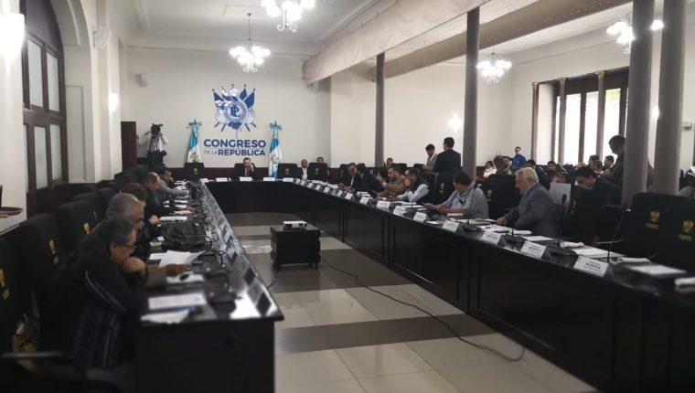 Los jefes de bloques tomaron la decisión de sesionar una vez a la semana para que las reformas a la ley electoral avanzaran, hoy estas están en peligro de perderse. (Foto Prensa Libre: Carlos Álvarez)