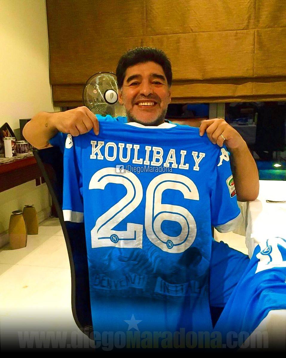 """Diego Maradona apoya a Kalidou Koulibaly: """"Yo también sufrí cantos racistas"""""""