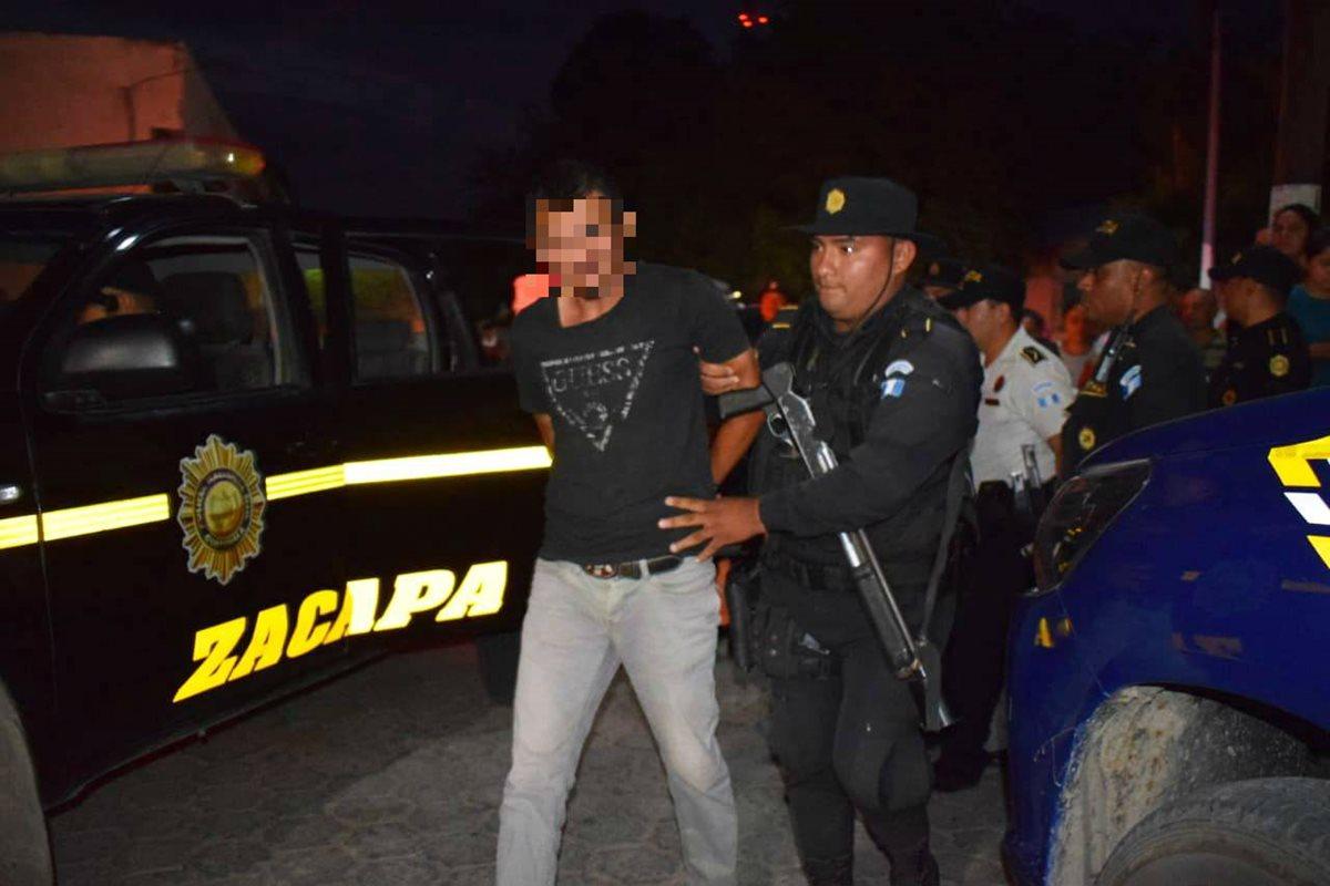 La Policía detuvo al piloto del camión Ferdin Estuardo Larios Cruz. (Foto Prensa Libre: Mario Morales)