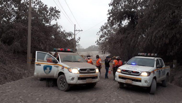 El puente las Lajas, km 93 de la Ruta Nacional 14, El Rodeo, Escuintla, quedó bajo toneladas de material volcánico. (Foto Prensa Libre: Renato Melgar)