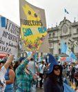 Protestas ciudadanas del 2015 denunciaron corrupción en el Gobierno, pero el informe de EE. UU. sobre la observación del año pasado señala que la corrupción en el Estado continúa. (Foto Prensa Libre: Hemeroteca PL)
