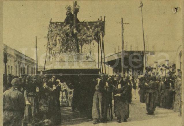 La procesión de Jesús Nazareno de la Parroquia Vieja, cuando pasaba por la Avenida de San José. (Foto: Hemeroteca PL)