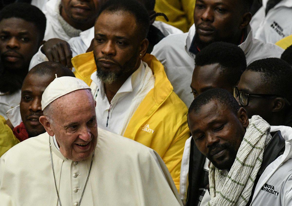 El incidente con el pequeño ocurrió en el salón Paulo VI del Vaticano, donde el papa presidió la audiencia general de este año.(Foto Prensa Libre: AFP)