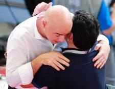 Diego Armando Maradona se disculpó con la FIFA por sus declaraciones contra algunos árbitros. (Foto Prensa Libre: EFE)