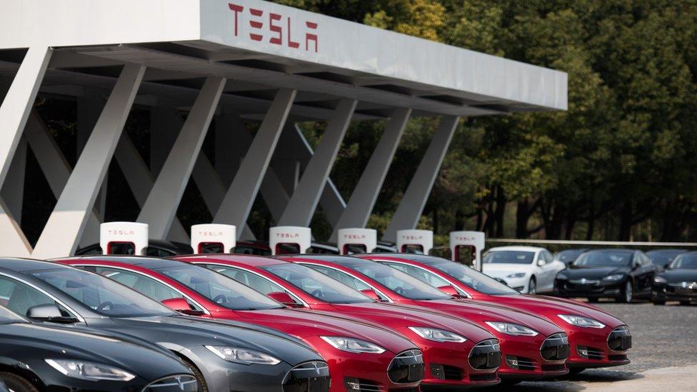 Tesla y Elon Musk, bajo presión por problemas financieros y tecnológicos