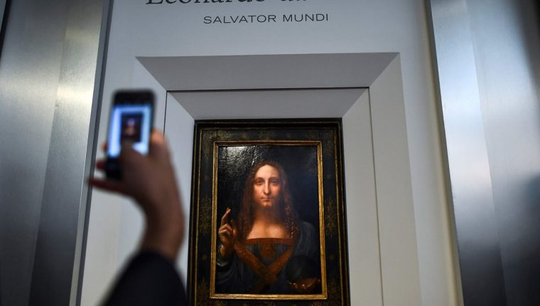 La obra de Leonardo da Vinci, Salvator Mundi, será expuesta en el Louvre Abu Dabi (Foto Prensa Libre: AFP).