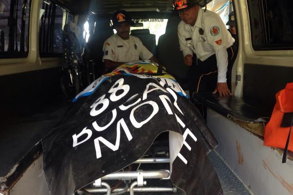 Mujer con cinco meses gestación muere y otras dos resultan heridas en ataque en Boca del Monte. (Foto Prensa Libre: CBV)