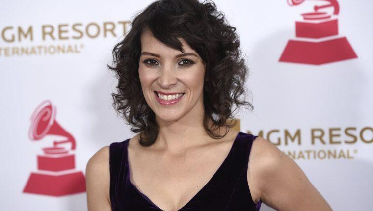 La cantautora guatemalteca Gaby Moreno ganó el Latin Grammy en 2013, y está postulada para un Grammy anglosajón este año. (Foto Prensa Libre: AP).