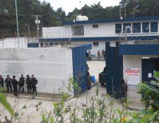 El cadáver de un reo fue localizado envuelto en sábanas en la cárcel Fraijanes 1. (Foto Prensa Libre: Hemeroteca PL)