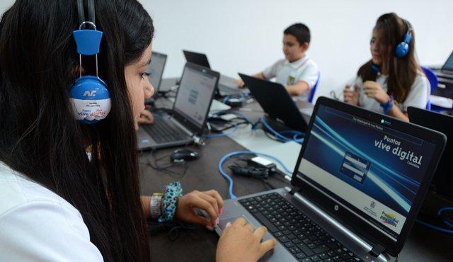 El programa de talento digital está orientado a jóvenes. (Foto Prensa Libre:www.laopinion.co)