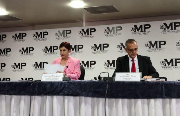 La fiscal General, Thelma Aldana, y el comisionado Iván Velásquez durante la conferencia de prensa. (Foto Prensa Libre: Ministerio Público).