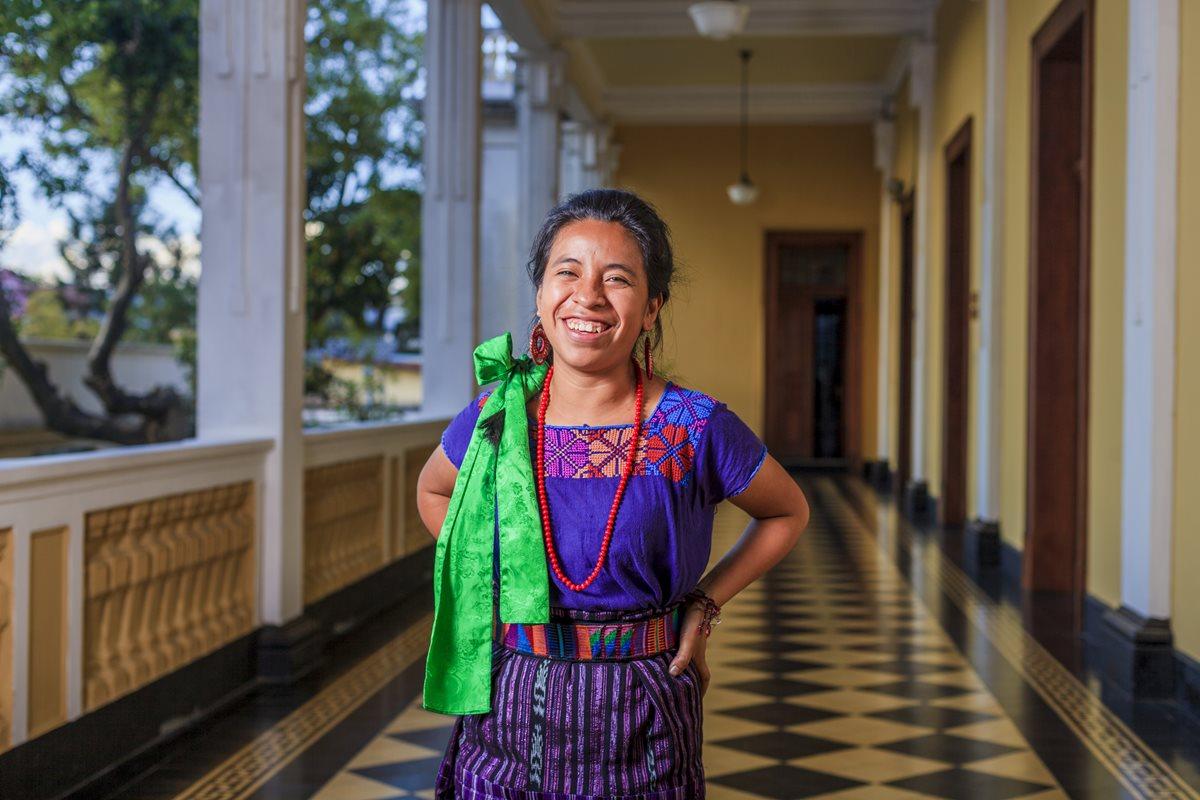 Con su voz melódica, suave y segura, Sara Curruchich  conquistó las redes sociales.  (Foto Prensa Libre: Juan Diego González)