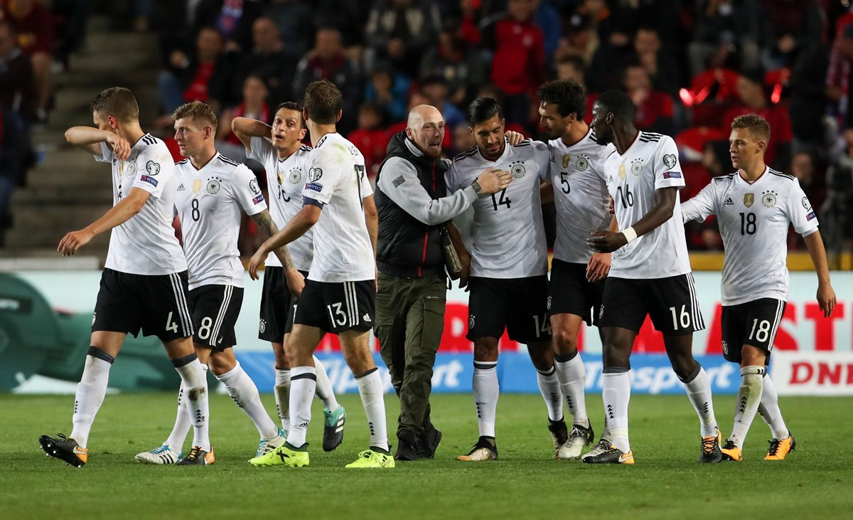 Los jugadores de la Selección de Alemania celebran después del final del partido. (Foto Prensa Libre: EFE)