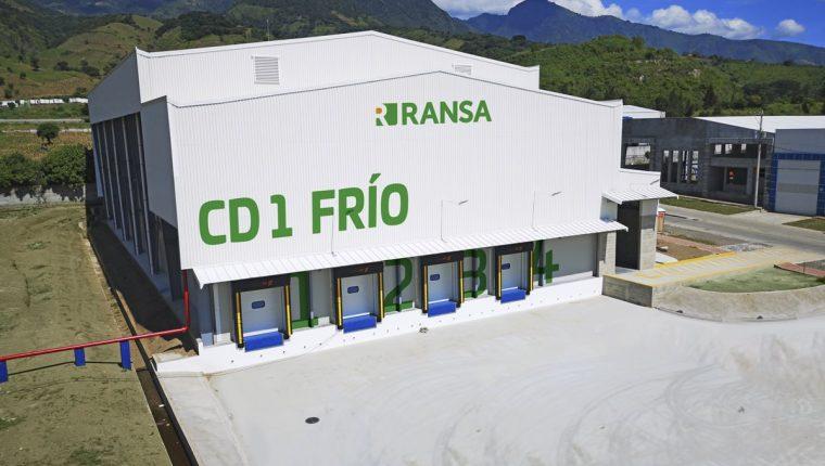 Una nave industrial para el manejo de productos refrigerados y congelados es parte de la inversión del grupo logístico Ransa, en Amatitlán. (Foto Prensa Libre: Cortesía)