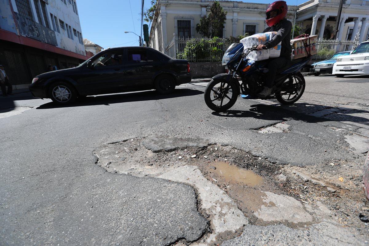 Comunas del área metropolitana reportan gasto por Q75.7 millones por bacheo