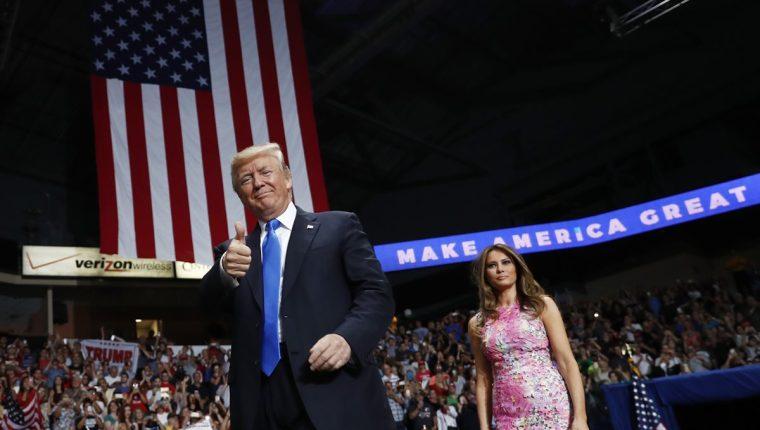 El presidente Trump argumentó que la presencia de transgéneros en las fuerzas armadas de EE.UU. causaría costos médicos y perturbación. (Foto Prensa Libre: AP)