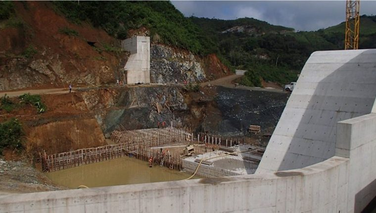 Hoy fue notificada la empresa sobre la sentencia de la CC y se encuentra en análisis por parte de los abogados de las hidroeléctricas Oxec. (Foto Prensa Libre: Hemeroteca)