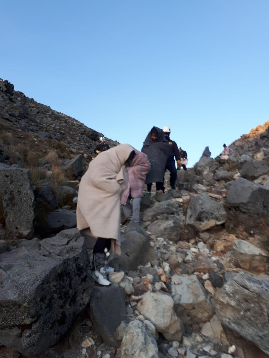 Turistas afectados por el clima entraron en estado de hipotermia en el volcán Tajumulco. (Foto Prensa Libre: Whitmer Barrera)